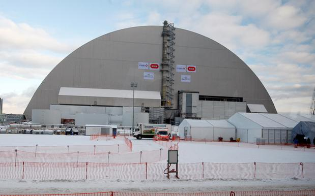 A Frickin' Massive 30,000T Steel Coffin Just Got Dropped Over Chernobyl