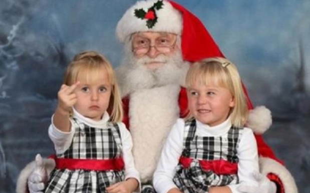 MERRY CRINGEMAS: Here Are The Blurst Xmas Fam Photos Ever Captured