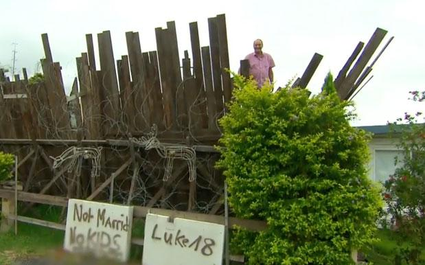 Very Normal NSW Bloke Builds 3-Metre Barbed Wire Fence To Keep His Ex Out