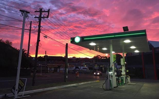 This Aussie 'Servo Sunsets' Insta Will Fill You With Joy / Premium Unleaded