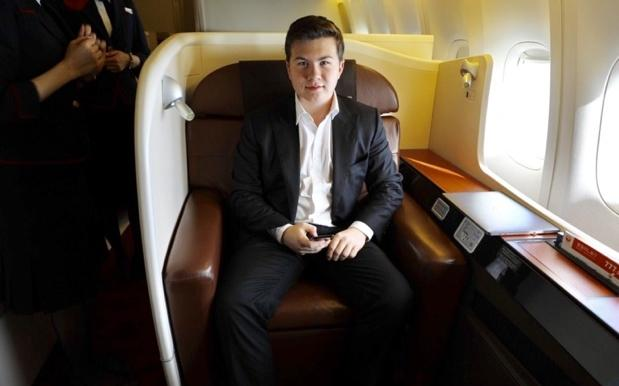 This 17 Y.O.'s Frequent Flyer Point Hacks Let Him Travel Biz Class For Free