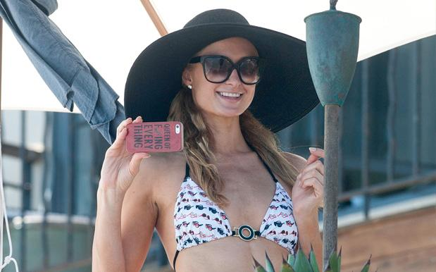 Paris Hilton Boldly Claims To Have Invented 2017's Fav Art Form, The Selfie