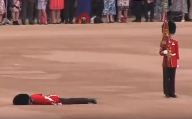 WATCH: Queen's Guard No Match For Absolutely Scorching 25 Degree Day
