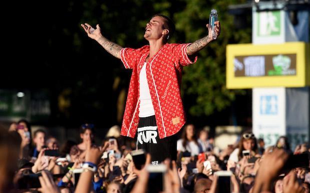Justin Bieber strikes paparazzo