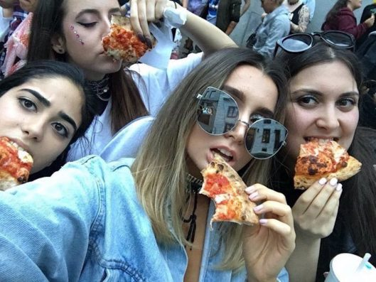 Applause: Lady Gaga Sent Fans Free Pizza To Make Up For Cancelling A Show