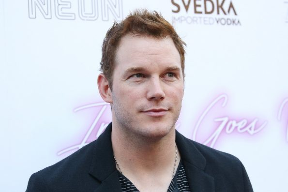 Chris Pratt says someone is impersonating him online to hit on women
