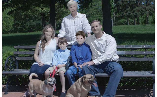 Pls Pray For This Family, Whose Photographer Turned Them Into Hideous Golems