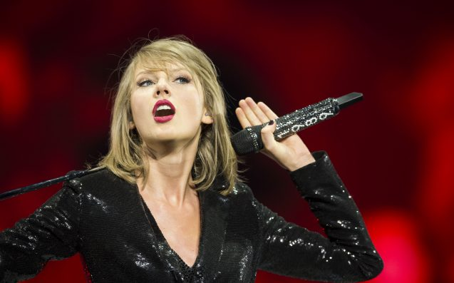 Taylor Swift Sent Out The Shadiest Christmas Cards