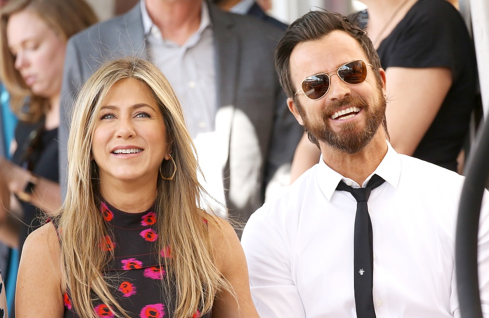 Friends Claim That Jennifer Aniston & Justin Theroux Lived Apart For A Year