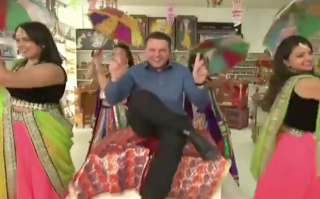 A rapping and dancing Xenophon courts SA voters in campaign ad