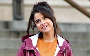 Selena Gomez Sydney Flirting Hillsong Johnny Rays