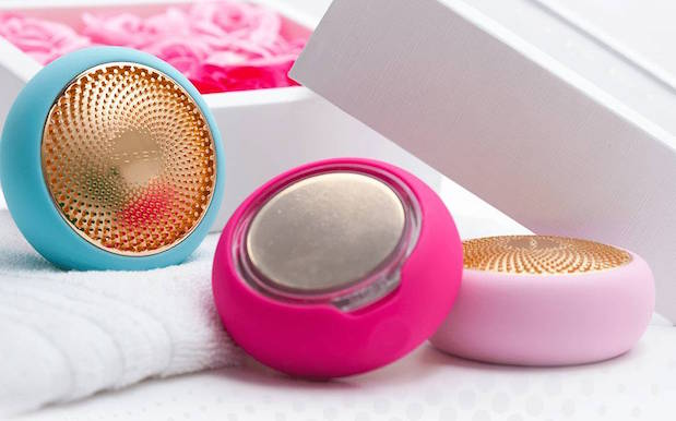 We Tried That Foreo UFO Gadget That Gives Face Mask Results In 90 Secs