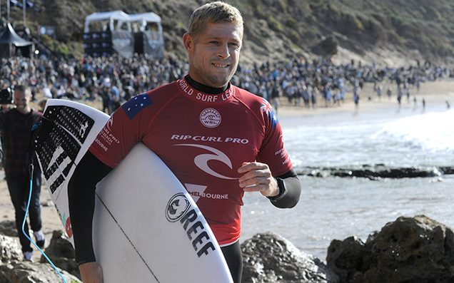 Mick Fanning gets through to final in Bells Beach world surfing event