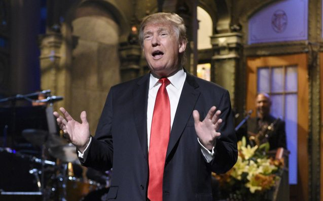 'SNL' Cast Member Claims Trump Faked A Bizarre Phone Call During Rehearsals